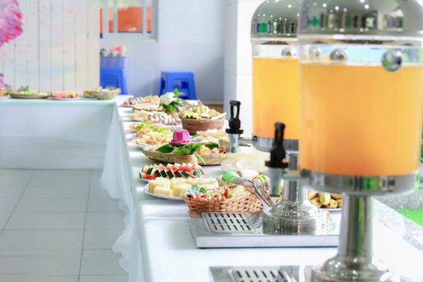 Quầy buffet của một trường mầm non
