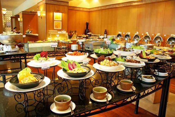 setup quầy tiệc buffet