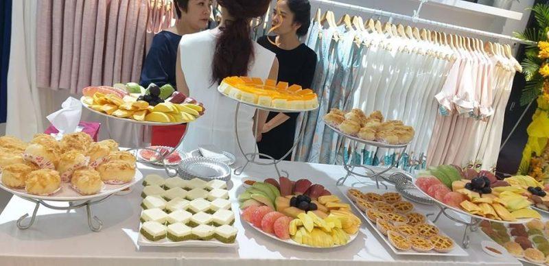 Kệ trưng bày bánh ngọt sang trọng