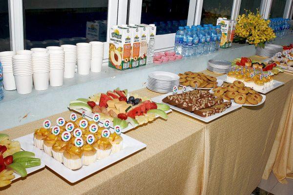 Tiệc buffet ngọt hấp dẫn