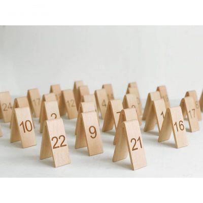 Thẻ đánh số để bàn bằng gỗ