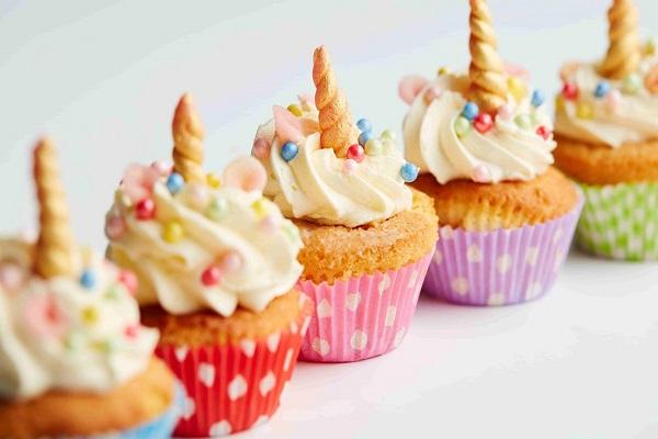 Bánh ngọt cho sinh nhật bé