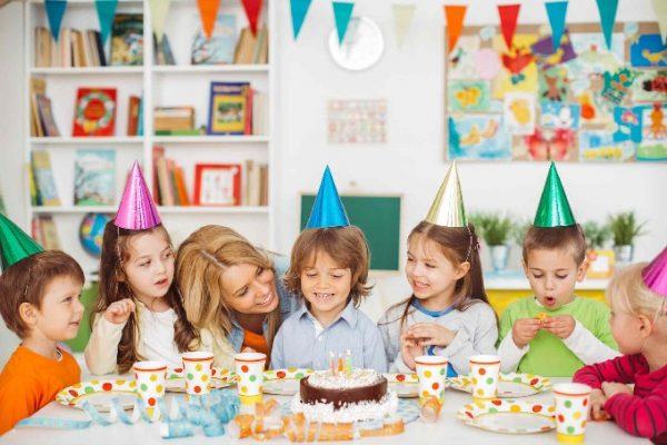 Tổ chức sinh nhật cho bé vui vẻ